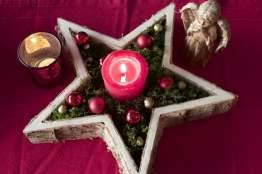 Décoration natuelle avec une étoile en bouleau.