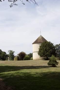 Colombier médiéval du château de Breteuil