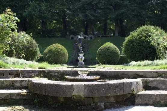Château d'Ambleville et son escalier d'eau du jardin de la lune