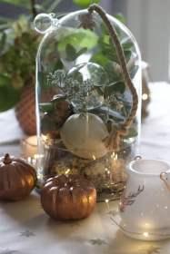 Un chemin de table avec des coloquintes pour Noël