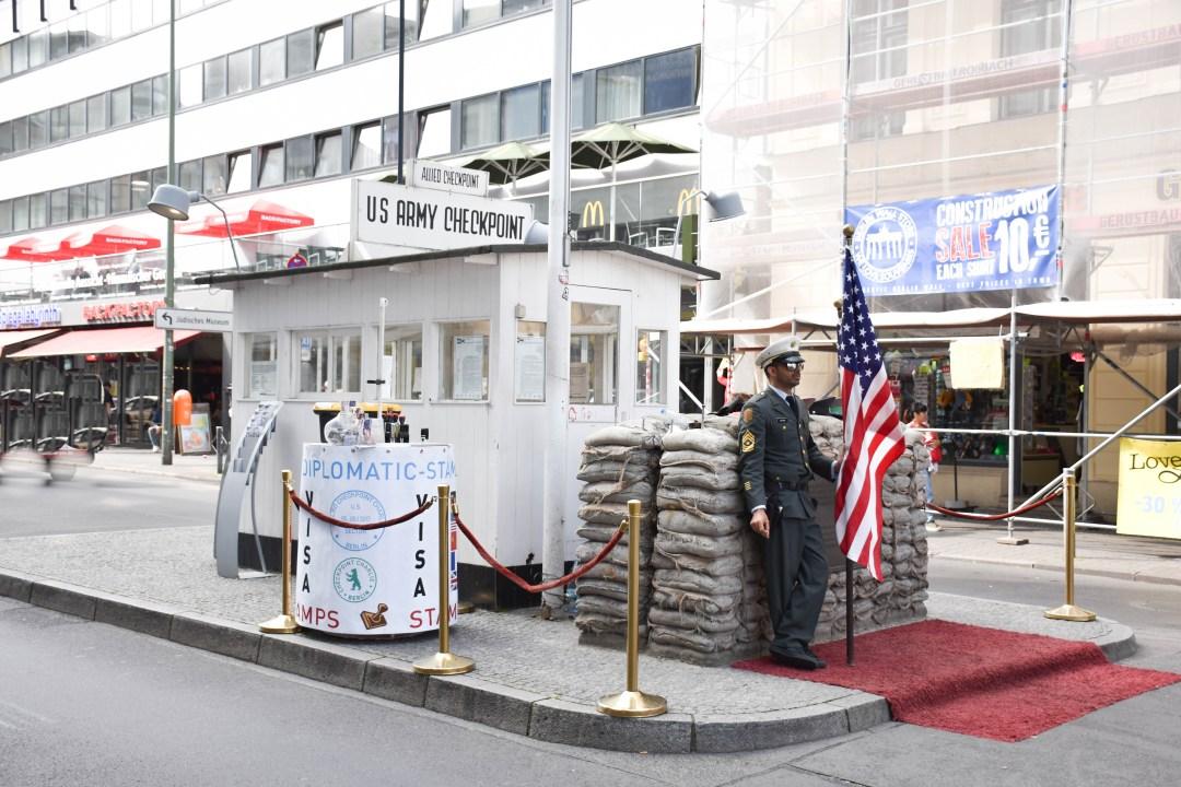 Checkpoint_Charlie_Berlin_Allemagne_blog_Un couple en vadrouille-2
