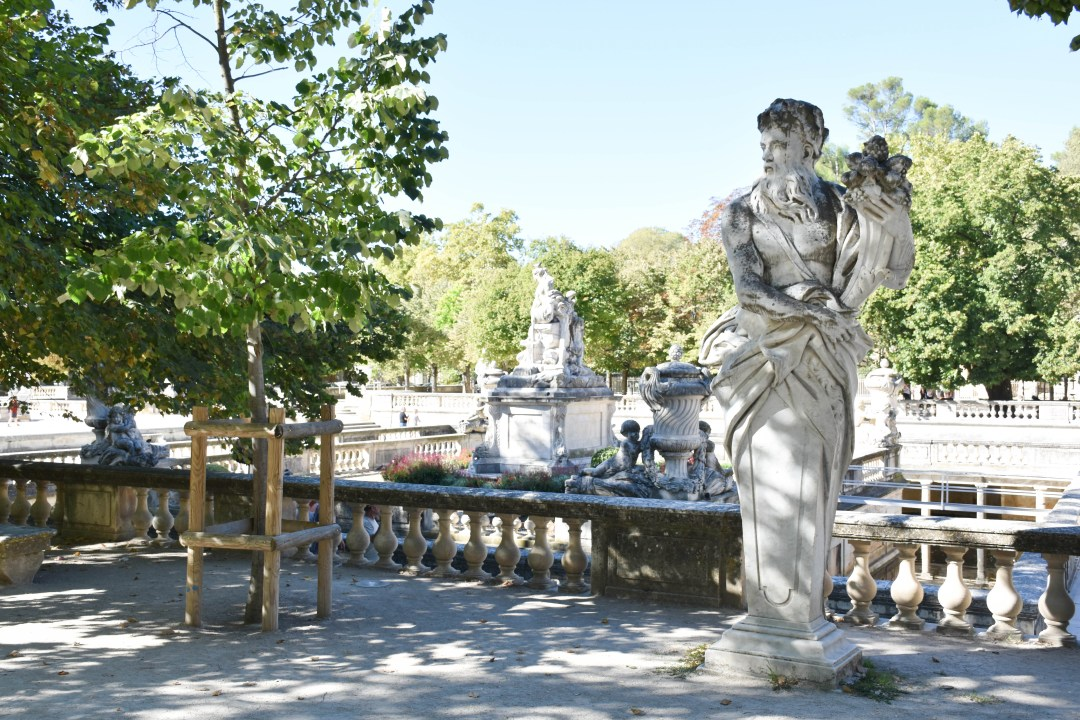 Statues aux jardins de la fontaine de Nimes