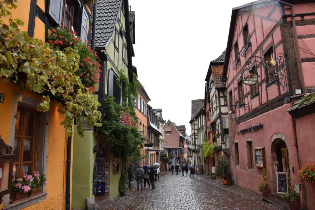 Centre ville de Riquewihr, village de la route des vins d'Alsace
