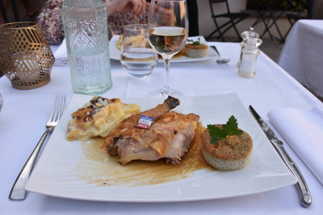 Restaurant au Chalet de Brou et son poulet de Bresse