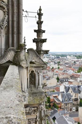 Vue depuis les hauteurs de la cathédrale notre dame de reims