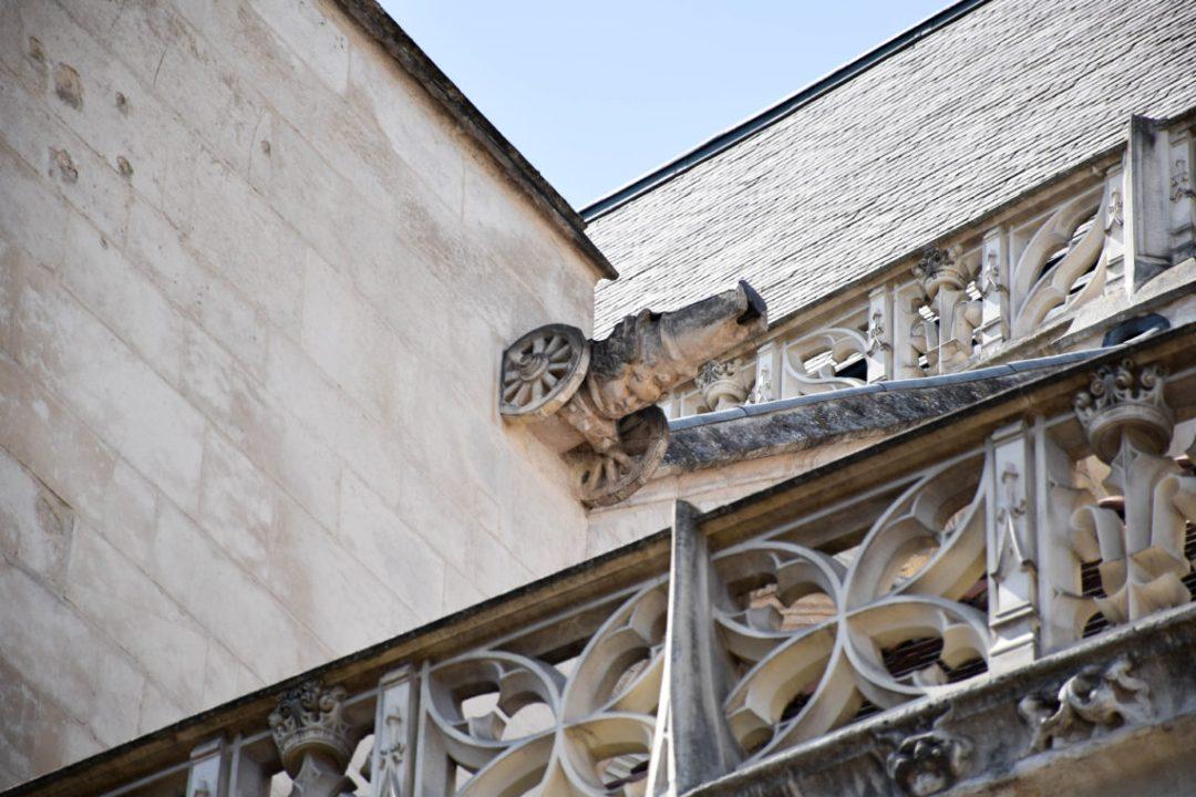 Canon sur eglise de Troyes