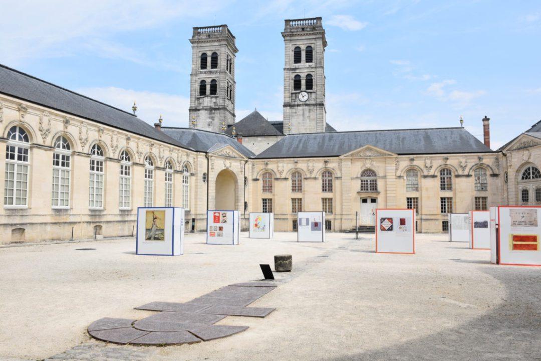 Cour intérieur Centre Mondial de la Paix – Verdun