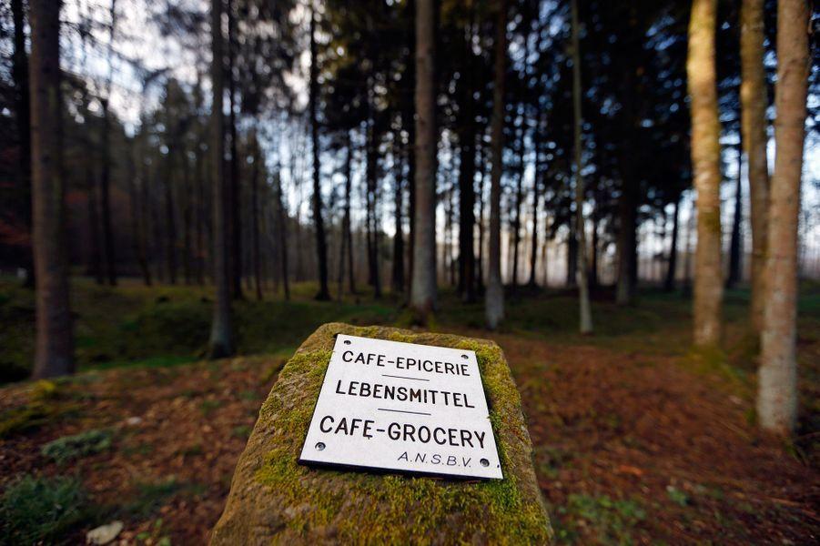 Une-plaque-marquant-l-emplacement-de-l-ancien-cafe-de-Fleury