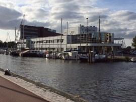 Alkmaar - Hafen, direkt vor der Polizei