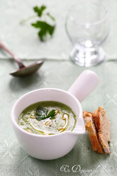 Velouté ou soupe de pommes de terre et persil