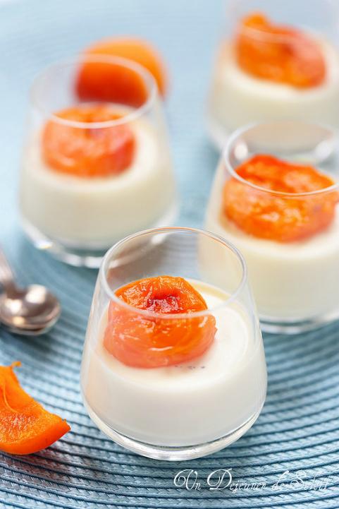 Panna cotta fleurs d'oranger et abricots rôtis - Orange blossom panna cotta with roasted apricots