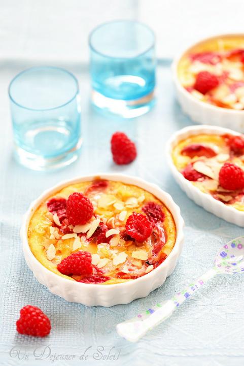 Clafoutis pêches framboises et lait d'amande (sans gluten) - Almond milk, peach and raspberry clafoutis (Gluten Free)