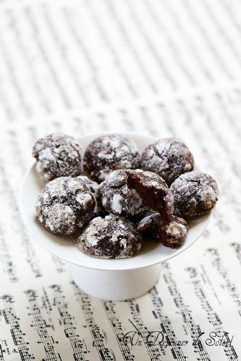 Biscuits craquelés au chocolat et à la fleur d'oranger, faciles et gourmands - Chocolate crinkles cookies with orange blossom