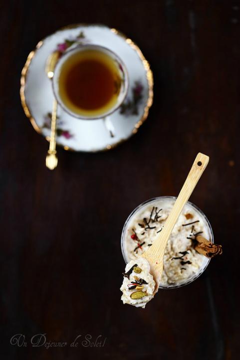 Riz au lait cuit au four parfumé au thé chai et à l'orange