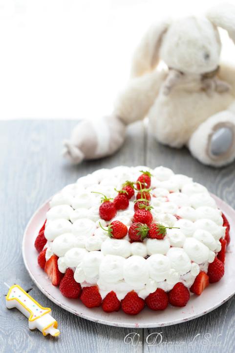 Gâteau d'anniversaire chocolat banane fraise et glaçage au yaourt, facile et léger
