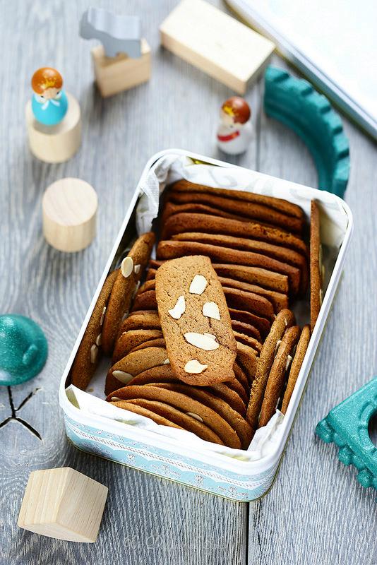 Biscuits croustillants aux épices et aux amandes