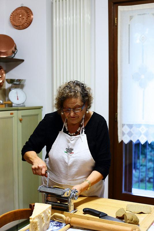 Gratin de pâtes ou lasagnes saucisses et champignons. Silvana prépare les pâtes fraîches