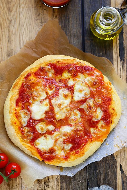 Recettes de Naples et de la Campanie. Pizza margherita