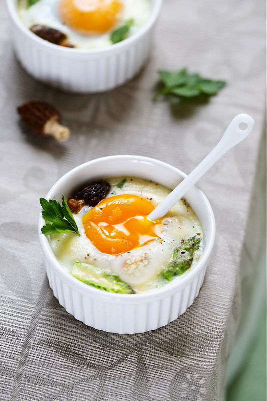 Trente recettes faciles pour Pâques. Oeufs cocotte asperges