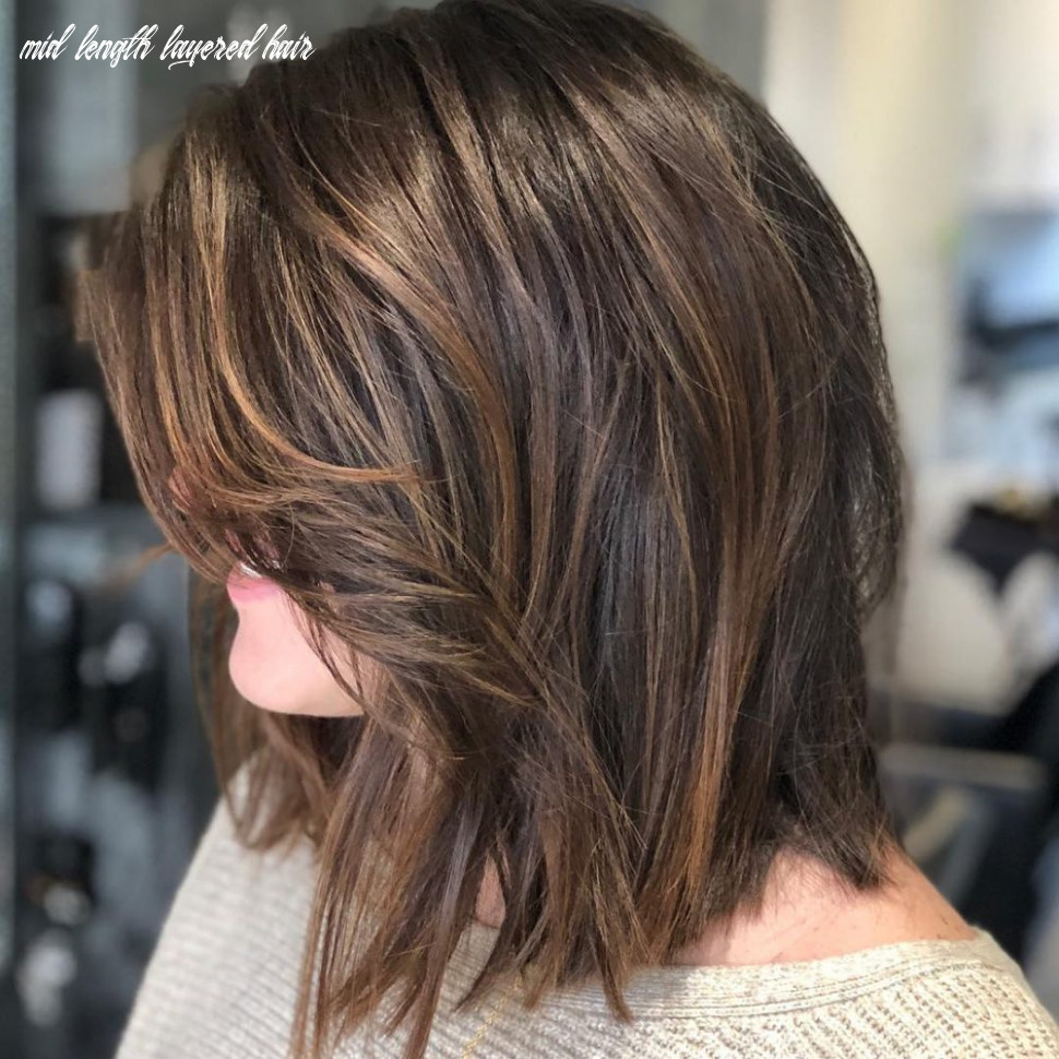 12 flattering medium hairstyles for round faces in 12 mid length layered hair