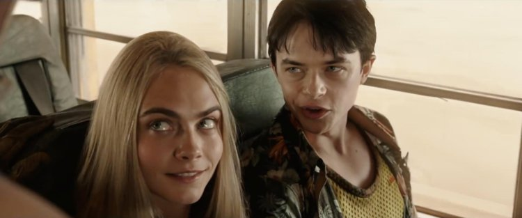 Laureline disant coucou, Valérian étant jaloux (© IMDb)