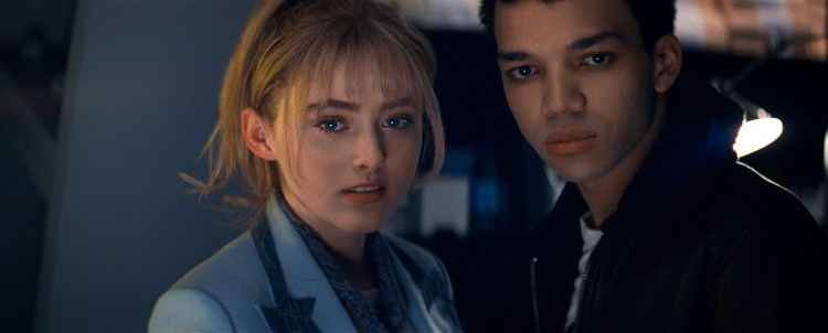 Kathryn Newton (3 Billboards, Les Panneaux de la vengeance, Lady Bird) et Justice Smith (Jurassic World: Fallen Kingdom) dans Pokémon Detective Pikachu