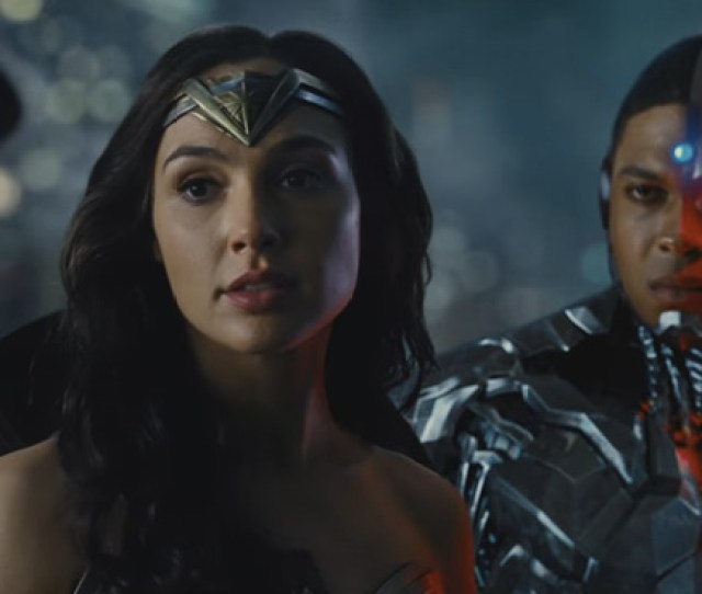 Watch Gal Gadot Return As Wonder Woman In The New Justice League Trailer From Comic Con