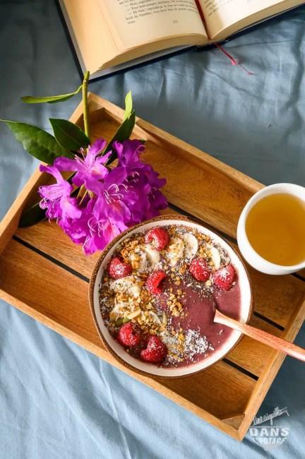 açai bowl petit-déjeuner sain et nourissant