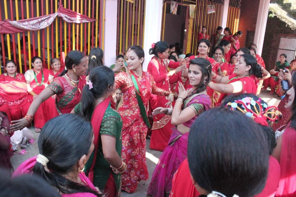 Women celebrating Teej | ©Wikipedia