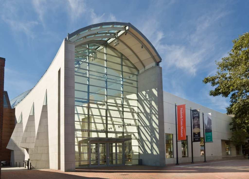 Entrance to the Peabody Essex Museum.  | ©Wikimedia Commons