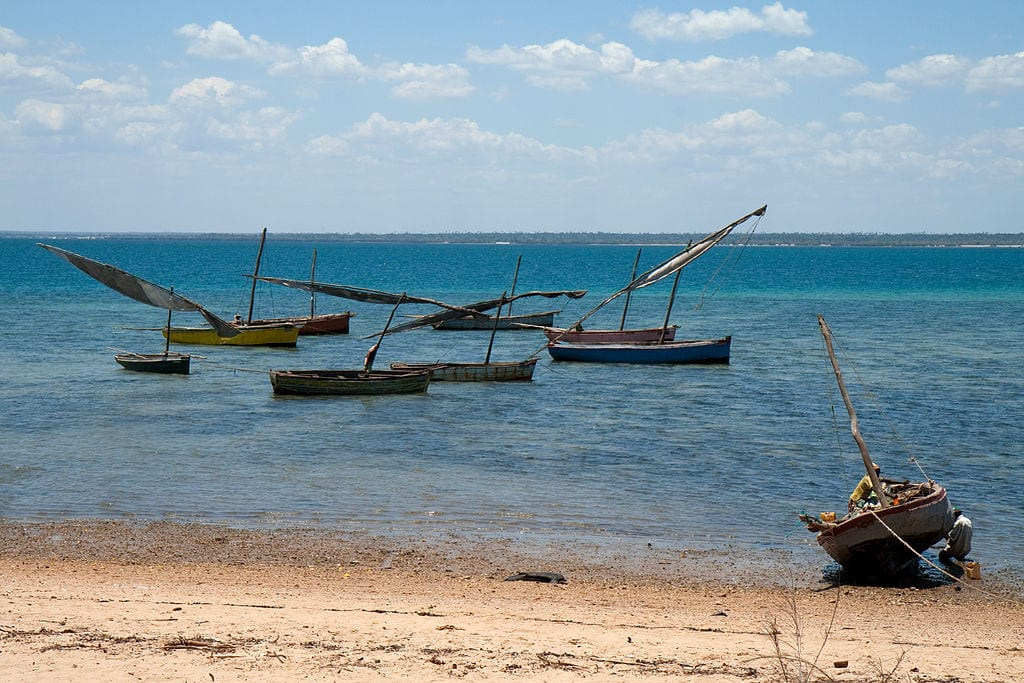 Fishing boats on the coast of Mozambique | © Stig Nygaard/Wikimedia Commons