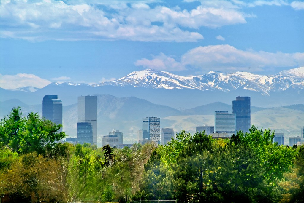Denver skyline against the Rocky Mountains in Colorado | © Courtesy of the Denver Tourism Site