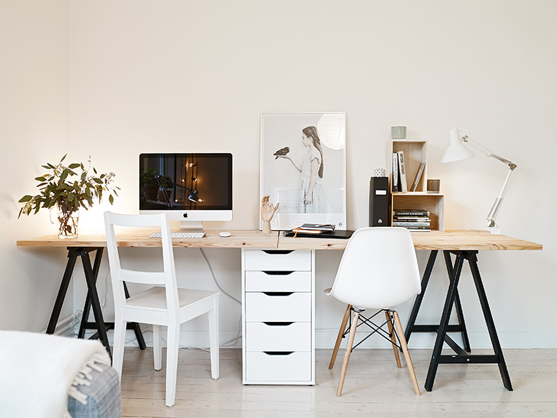 id e un bureau sur tr teaux 12 inspirations et une selection shopping une hirondelle dans. Black Bedroom Furniture Sets. Home Design Ideas