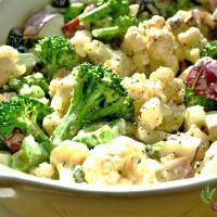 Salade bien crémeuse de brocoli et de chou-fleur