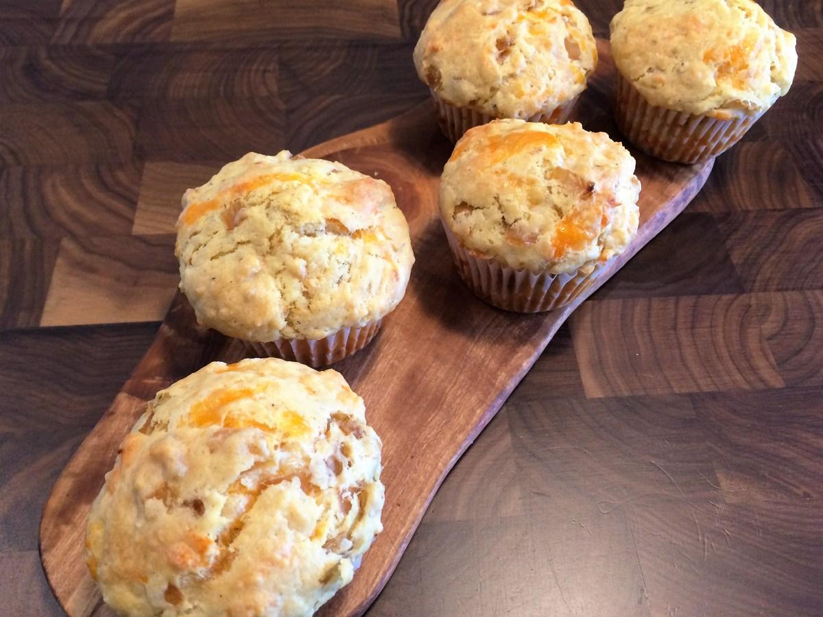 Muffins salés complètement gourmands au fromage et confit d'oignons