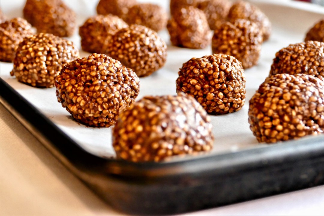 Boules Au Quinoa Souffle Chocolat Avocat Et Banane Une Mere