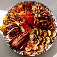 Légumes marinés rôtis au four ou sur le barbecue