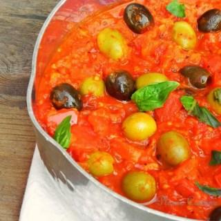 Sauce tomate aux deux olives pour tagliatelles et spaghettis