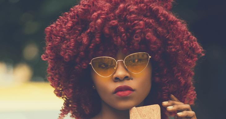 Cheveux crépus : Ce que vous devez savoir sur la coloration.