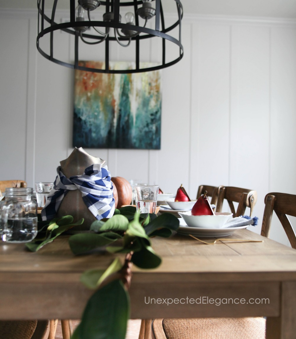 Don't waste too much time on your table this Thanksgiving. Check out this simple Thanksgiving table for some great ideas!
