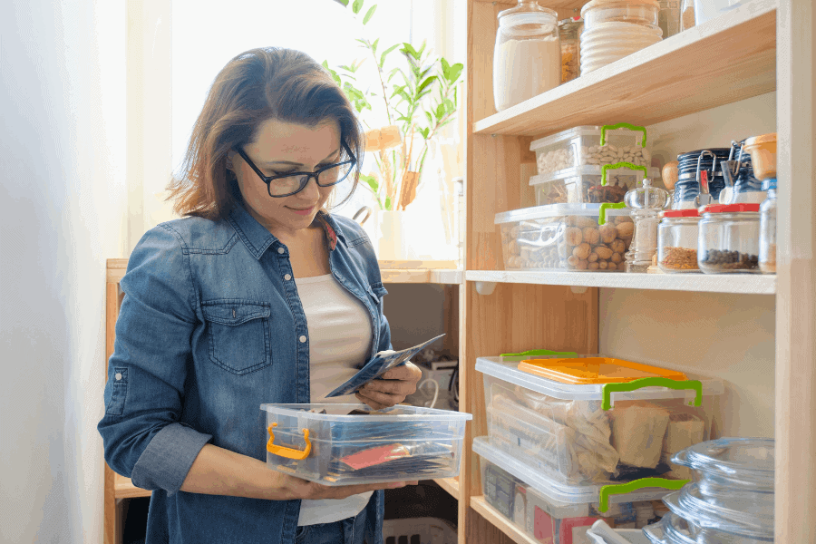 How to keep track of your pantry inventory! An easy way to create a pantry inventory, whether you prefer printable templates or a digital app.