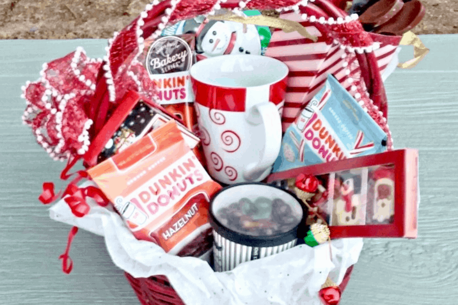 DIY gift basket ideas! This list of things to put in a gift basket will give you lots of ideas for easy and affordable presents for any occasion.