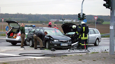 DORMAGEN 25.10.2008.- Gegen 13:30 Uhr Unfall mit Verletzten auf der Kreuzung L380 / L280-Franz-Gerstner-Straße  (alte Autobahnauffahrt)