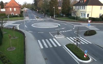 Minikreisverkehre haben sich laut einer Studie der BASt im innerörtlichen Bereich bewährt (Bild: TU Dresden).