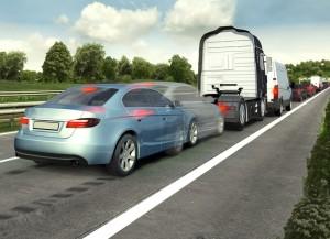 Bei zu dichtem Auffahren kann der Notbremsassistent dazu beitragen, Auffahrunfälle zu vermeiden. (Bild: Bosch/GTÜ)
