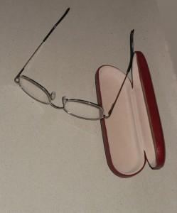 Autofahrer sollten regelmäßig ihre Sehschärfe überprüfen lassen: Bei nachlassender Sehschärfe evtl. ist eine neue Brille fällig. Foto: Petra Grünendahl.