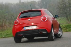Mit ESP liegt das Fahrzeug auch in flotten Kurven sicherer auf dem Asphalt. Foto: Petra Grünendahl.