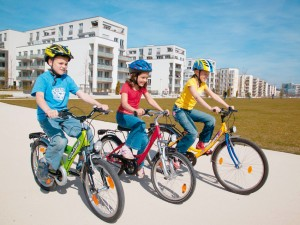 Kinder auf dem Fahrrad unterwegs. Foto: ADAC.