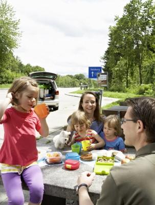 Gut gestärkt ist auch die Stimmung während der Autofahrt besser. Foto: ADAC/Sandra Seckinger.