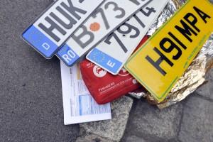 Jedes Jahr ereignen sich auf Urlaubsfahrten tausende von Unfällen: Ein Europäischer Unfallbericht gehört besonders bei Auslandsfahrten in jedes Handschuhfach. Foto: HUK-Coburg.